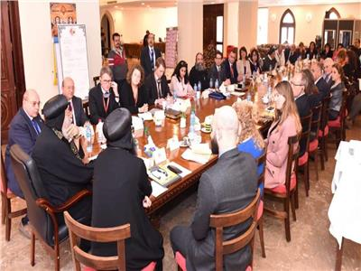 البابا تواضروس يلتقي شركاء التنمية بلوجوس
