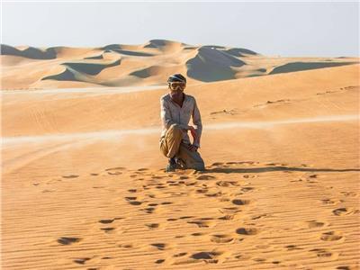 محمد شاهين خلال تجوله بالصحراء (صورة من المصدر)