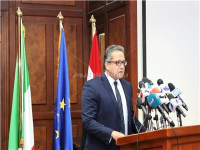 د.خالد العناني وزير الاثار