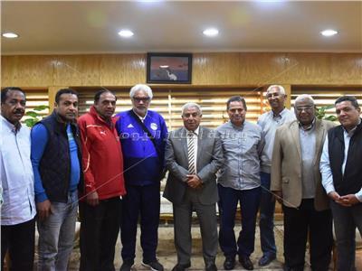 محافظ أسوان مع وفد اتحاد كرة القدم