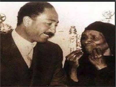 الرئيس محمد أنور السادات ووالدته