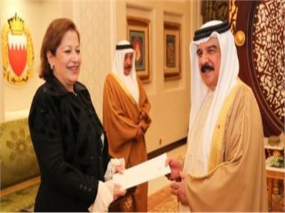 العاهل البحرينى وسفيرة مصر لدى المنامة