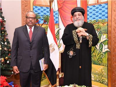 سفير الامارات بالقاهرة يلتقي البابا تواضروس الثاني
