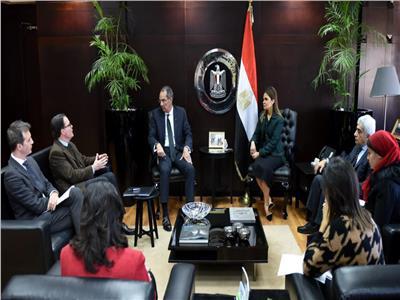 وزيرا الاستثمار والاتصالات والسفير الفرنسي لدى القاهرة