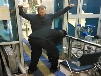 الألماني أثناء ترحيله من مطار القاهرة