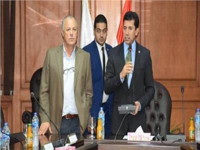 وزير الشباب والرياضة د. أشرف صبحي والمهندس هاني أبو ريدة رئيس اتحاد الكرة