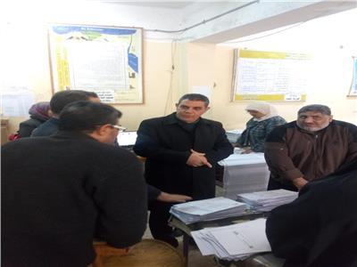 سعيد ندا مدير شرق شبرا الخيمة التعليمية يتابع عمليات التصحيح