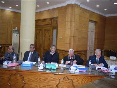 لجنة اختيار عميد حقوق بنها