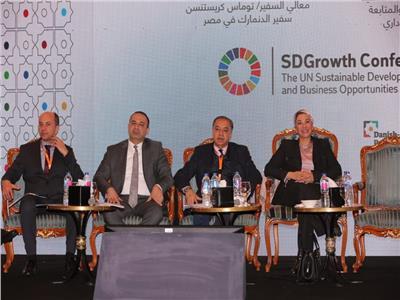 وزيرة البيئة تؤكد على أهمية مراعاة الأبعاد البيئية في العمليات الإنتاجية للوصول للعالمية