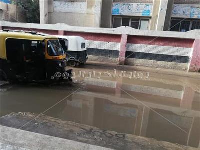 شارع مدارس بسيون غارق في مياه الامطار