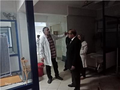 د. محمد زين وكيل صحة أسيوط أثناء تفقد القمسيون