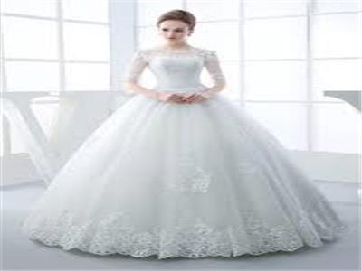بالفيديو  طريقة غريبة لتقديم « فستان زفاف» في عرض أزياء