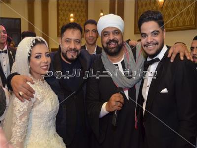 متقال مع العروسين