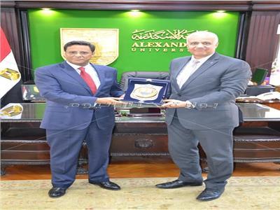 سفيرموريتانيا بالقاهرة خلال تكريمه بجامعة الإسكندرية