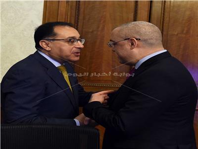 وزير الاسكان في أول اجتماع له مع الحكومة _ تصوير: أشرف شحاتة