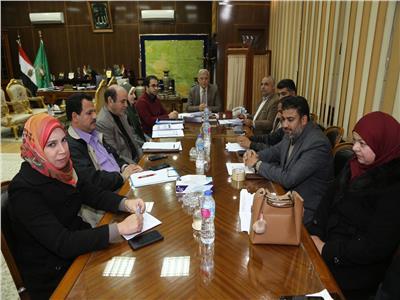 محافظ المنوفية يعقد اجتماعاً لمناقشة الموقف التنفيذي لمشروع طريق شبين الكوم