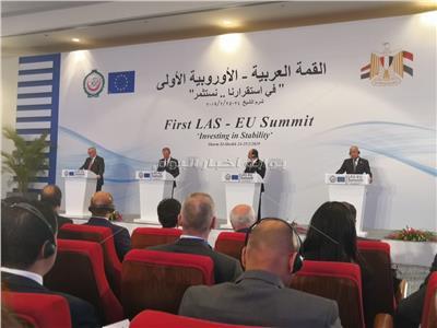 جانب من المؤتمر الصحفي للقمة العربية الأوروبية