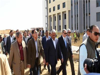 رئيس الوزراء خلال زيارته لجامعة السويس