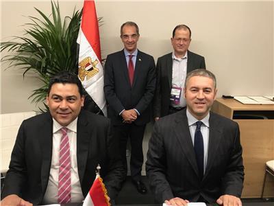 وزير الاتصالات يشهد توقيع الاتفاقية