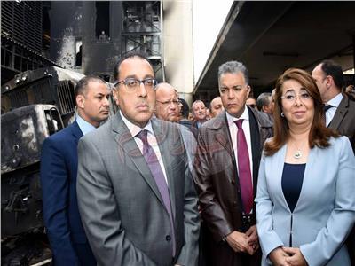 الصدمة تظهر على وجوه الوزراء من موقع حريق محطة مصر