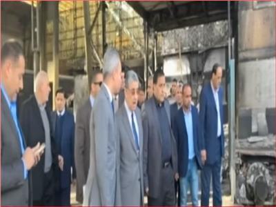 محمد شاكر يتفقد محطة مصر بعد حادثة القطار