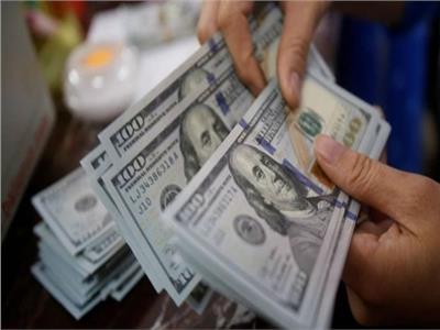 عاجل| سعر الدولار يتراجع أمام الجنيه المصري بـ 8 بنوك في منتصف التعاملات