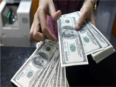 سعر الدولار يتراجع 3 قروش أمام الجنيه المصري في البنوك