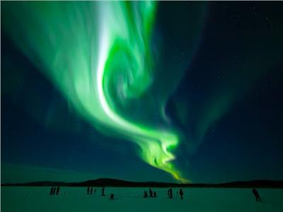 ظهور أضواء شفق وردية وخضراء على الأرض