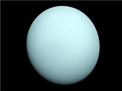 """كوكب """" أورانوس """" التقطتها المركبة الفضائية """" فوياجر 2 """" أثناء اقترابها من الكوكب في العام"""