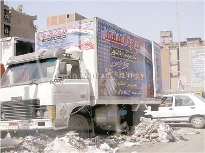 ملصقات شبيهة بالمبادرات الرسمية لخداع المواطنين - تصوير: السيد محمد