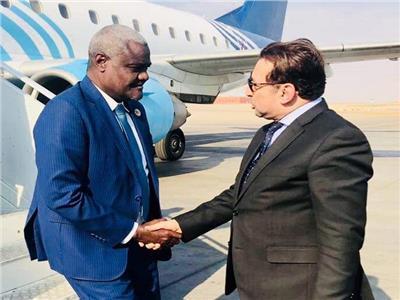 رئيس المفوضية الأفريقية ورئيس الكاف يصلون من أسوان