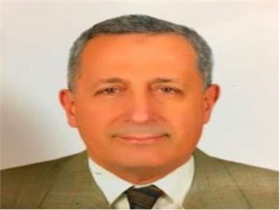 أسامة سالم أستاذ أمراض الباطنية والجهاز الهضمي