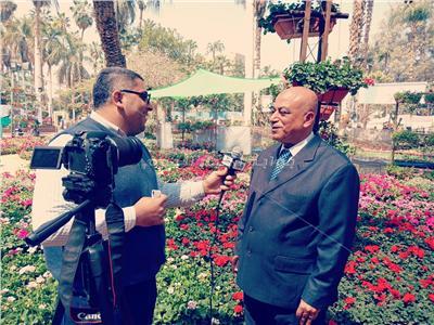 المهندس محمود ذكي رئيس الإدارة المركزية للتشجير مع محرر بوابة أخبار اليوم