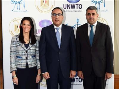 رئيس الوزراء مع وزيرة السياحة و امين عام منظمة السياحة العالمية