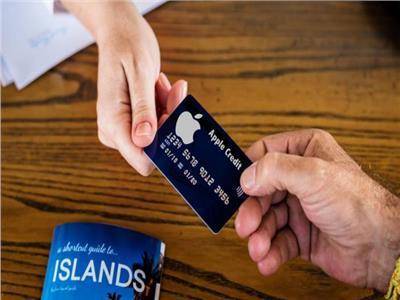 أبل تصدر بطاقة دفع إلكتروني من التيتانيوم الأبيض