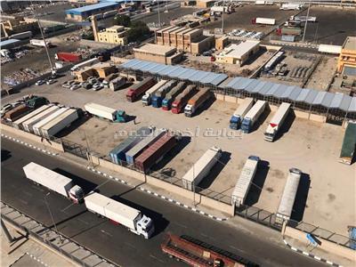 تداول الشاحنات المحملة بالبضائع