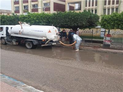 محاولات الاوحدات المحلية لرفع اثار الامطار