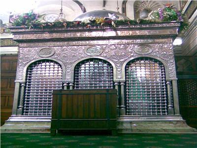مقام السيدة زينب بالمسجد