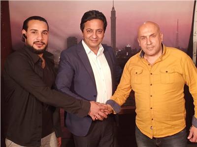 الإعلامي أحمد رجب بعد توقيع عقد برنامجه الجديد