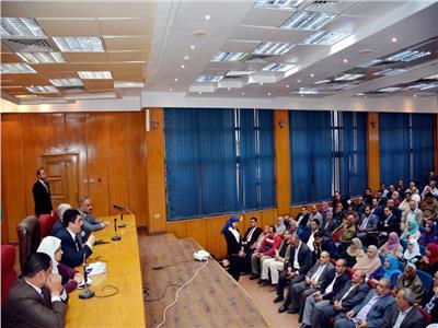 محافظ القليوبية يعقد اجتماعا بمديري مراكز الشباب