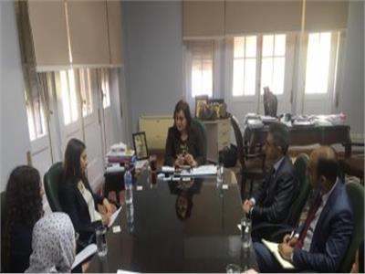 الدكتورة منى محرز نائب وزير الزراعة مع وفد من البنك الأوروبي
