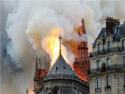 استخدام طائرات « درون» لإطفاء حريق كنيسة نوتردام