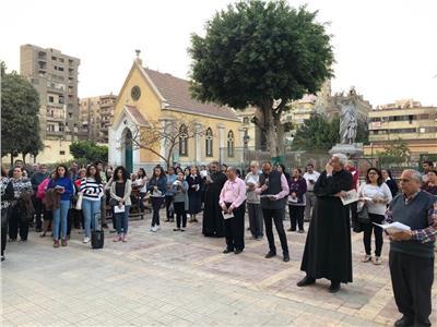 الكنائس الكاثوليكية في شبرا تحتفل بـ«درب الصليب»
