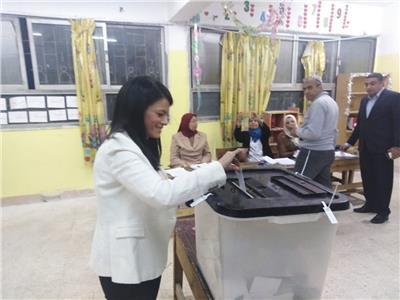 وزيرة السياحة رانيا المشاط تدلي بصوتها في التعديلات الدستورية 2019