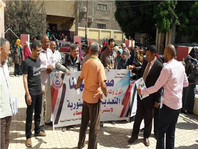 العاملين بمديرية الصحة ينظمون مسيرات مكثفة في اليوم الأول