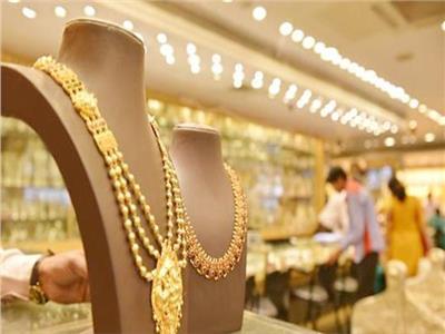 أسعار الذهب تعاود التراجع من جديد في السوق المحلية