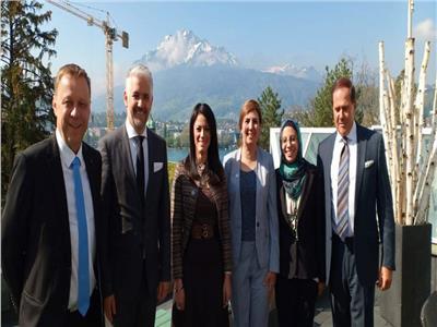 وزيرة السياحة تلتقى رئيس مجلس ادارة كلية الإدارة الفندقية بلوزيرن السويسرية