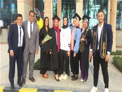 طلاب إعلام يروجون للسياحة المصري بـ«فارماكا»