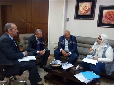 محافظ الوادي الجديد يلتقي رئيس صندوق تطوير العشوائيات