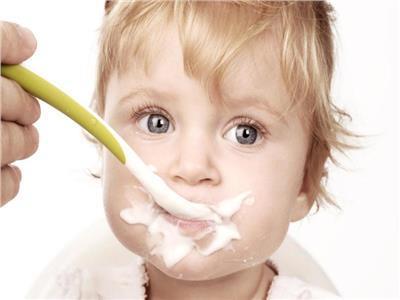 10 معتقدات خاطئة في طب الأطفال.. أبرزها «الطقطقة»